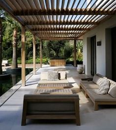 A modern pergola adds style and shade to your backyard. When you want to build a pergola to your patio or backyard, surely you will need posts, larger pots for plants, and other materials. Diy Pergola, Wooden Pergola, Outdoor Pergola, Outdoor Rooms, Backyard Patio, Outdoor Living, Wood Patio, Wooden Slats, Cheap Pergola