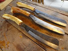 """Woods Roamer"" Knives made from 5160 leaf springs or farrier rasps - http://woodsroamer.blogspot.com/2013_09_01_archive.html"