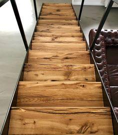 """Altholz Liebe auf Instagram: """"Kombination einer filigranen Stahlwange mit unserem Eichenaltholz 😍 . Wir fertigen Eure #treppenstufen aus unserem Eichenaltholz nach Maß…"""""""