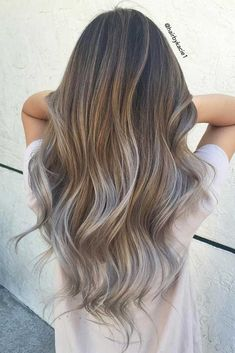 The number of shades for brown haired beauties is literally infinite, starting from honey and chestnut up to mahogany and cocoa. Once you are sure with a shade, time to think about dimension. And here is a dilemma: sleek and monochrome brown or maybe highlights or ombre? The choice is super hard to make.#haircuts#hairstyles#haircolor