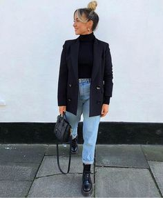 Street Style Navy Blazer Black Top Light Wash Denim Outfit Inspo Doc martens Celine Bag Hair In A Bu&; Street Style Navy Blazer Black Top Light Wash Denim Outfit Inspo Doc martens Celine Bag Hair In A Bu&; Winter Fashion Outfits, Look Fashion, Fall Outfits, Zara Fashion, Womens Fashion, Fashion Belts, Dress Outfits, Fashion Shoes, Fashion 2018