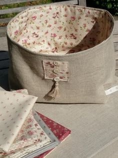 New diy box bag fabric basket 65 Ideas Fabric Boxes, Fabric Storage, Fabric Basket, Small Sewing Projects, Sewing Hacks, Couture Sewing, Diy Box, Bag Making, Fabric Crafts