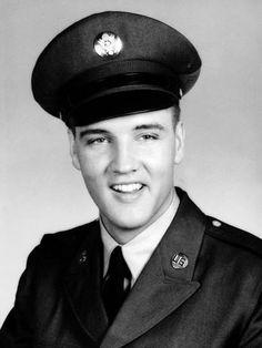 Elvis serviu o exército somente com 22 anos de idade, a pedido do seu empresário, ele achava que isso melhoraria a sua imagem com a sociedade conservadora da época
