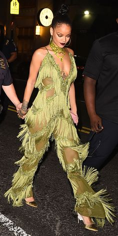 InStyle's Look of the Day picks for August 2016 include Rihanna, Beyonce… Rihanna Et Drake, Mode Rihanna, Rihanna Riri, Rihanna Style, Celebrity Beauty, Celebrity Style, Looks Kim Kardashian, Looks Rihanna, Rihanna Outfits