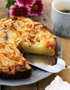 Bezglutenowe ciasto migdałowe z gruszkami... My Favorite Food, Favorite Recipes, Vegan Recipes, Cooking Recipes, Vegan Food, Healthy Food, Always Hungry, No Bake Desserts, Sweet Tooth
