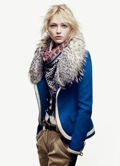 Balenciaga : bleu roi is fashion.