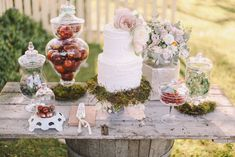 #Rustic dessert buffet // #wedding #cake by Yummy Cupcakes & Cakes, Photography by Jenny Sun