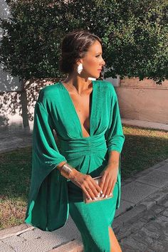 Fashion sexy green dress Hot new style Deep V dress Slim party dress temperament retro style - Dress Shop Sexy Green Dress, Green Party Dress, Green Dress Outfit, Dress Party, Fancy Dress, Dress Black, Party Dresses For Women, Summer Dresses, Maxi Dresses