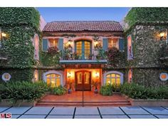 I liked this suburban home in Beverly Hills, California