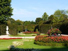 Discover Schönbrunn Palace on a virtual tour through the State Rooms of the Imperial summer residence in Vienna. Virtual Tour, Touring, Palace, Golf Courses, Summer, Interesting Facts, Lawn And Garden, Summer Time, Palaces