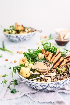You will fall for these nutritious bowls filled with colourful vegetables, grains, nuts, quinoa and veggie-bacon! To make the most of it, throw in any leftover veggies from the fridge! #salads #buddhabowl #vegan #nutrition