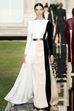 Givenchy Fall 2018 Couture Fashion Show Collection: See the complete Givenchy Fall 2018 Couture collection. Look 34
