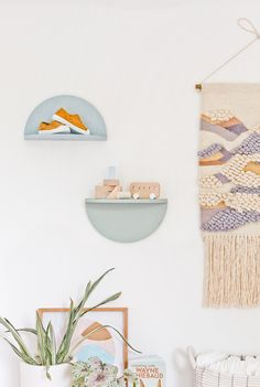"""Join 14 people right now at """"A Unique DIY Shelving Idea: How to Make Wood Half Circle Shelves - Paper and Stitch"""" Diy Interior, Interior Design, Home Design Diy, Unique Home Decor, Diy Home Decor, Circle Shelf, Unique Shelves, Diy Holz, Diy Wood Projects"""
