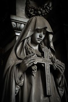 The Poggi monument at the Cimitero monumentale di Staglieno in Genoa Cemetery Statues, Cemetery Art, Angel Statues, Angel Tattoo Designs, Tattoo Sleeve Designs, Sleeve Tattoos, Religious Tattoos, Religious Art, Christ Tattoo