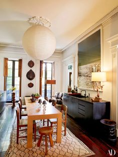 The New York City Townhouse Julianne Moore Calls Home | Architectural Digest Loft Industrial, Moore Kitchen, Julianne Moore, House On A Hill, Architectural Digest, Townhouse, New York City, Entryway Tables, Dining Room