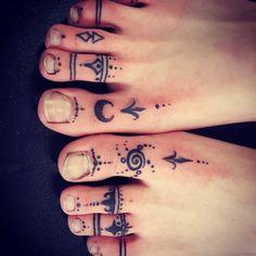 foot tattoos for women Rose Tattoo Foot, Small Foot Tattoos, Hand Tattoo, Foot Tattoos For Women, Tattoo On, Henna Leg Tattoo, Ankle Tattoo, Toe Ring Tattoos, Tattoos Skull