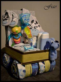 Baby Gift Baskets on Modern Magazin Homemade Baby Gifts, Homemade Gift Baskets, Diy Gifts, Baby Shower Gender Reveal, Baby Boy Shower, Baby Shower Gifts, Baby Shower Parties, Baby Showers, Diaper Crafts