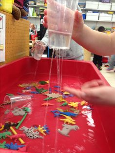 """It's Raining"" station for the sensory table in pre-kindergarten. Add colored animals or dinos for them to sort while playing in the water:) - weather theme Preschool Weather, Preschool Science, Preschool Activities, Water Theme Preschool, Water Play Activities, Weather Activities For Kids, Play Activity, Indoor Activities, Science Classroom"