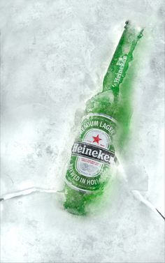 The talented Mr. Ivo created some fantastic shots using Budweiser & Heineken. No trickery here! Stella Artois, Ice Beer, Beer Humor, Beer Memes, Lager Beer, Bottle Packaging, Gifts For Office, How To Make Beer, Advertising Photography