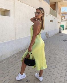 Are you looking for outfit inspiration? Then take a look at us! Either you are looking for casual, business, urban, classy looks, we got you covered! Dress Outfits, Cute Outfits, Fashion Outfits, Fashion Fashion, Frack, Dress With Sneakers, Mode Streetwear, Mode Inspiration, Fashion Killa