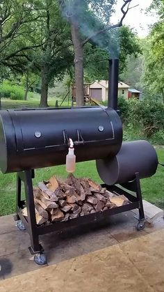 www.bbqlikeaboss.com Idea for where to keep wood stocked and loaded... Don't get to close to the barrel though