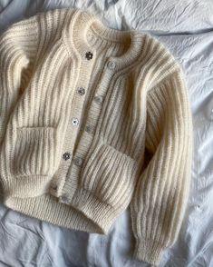 Ravelry: September Jacket pattern by PetiteKnit Gilet Mohair, Mohair Cardigan, Crochet Cardigan, Knitting Stitches, Knitting Patterns, Vogue Patterns, Sewing Patterns, Raglan Pullover, Elastic Thread