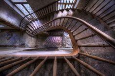 Chateau L'escalier #Treppen #Stairs #Escaleras repinned by www.smg-treppen.de