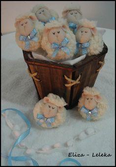 lembrancinha ovelhinhas (chaveiros) http://www.elo7.com.br/lembrancinhas-chaveiro-ovelhas/dp/3FC252
