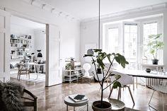 zona de estudio dormitorio textiles monocromáticos estilo nórdico estantería String Pocket en blanco dormitorio nórdico decoración natural decoración dormitorio blog decoración nórdica