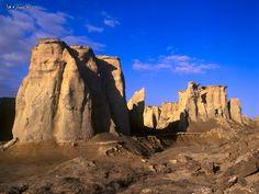 Kalut City in the Lut desert, Iran Costa, Teheran, Deserts Of The World, Iran Travel, Countries To Visit, Beautiful Rocks, Travel Memories, The Martian, Culture Travel