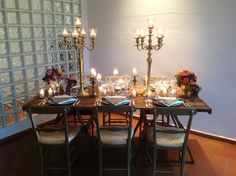 Country chic nei caldi colori dell'oro e il calore delle candele. Country chic table, gold shade and a candle fascination