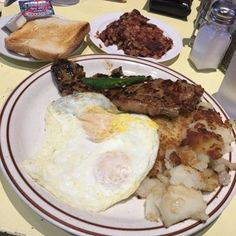 Steak And Eggs, Breakfast In Bed, Pork, United States, Beef, Dining, Ethnic Recipes, Bed And Breakfast, Kale Stir Fry