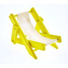 Optez pour ce transat' en tissu et bois jaune pour une décoration de table à l'esprit ensoleillé ! A utiliser comme centre de table.   A adopter pour un départ en retraite ou une soirée sur le thème Hippie, de la plage, des tropiques ... Hawaï !