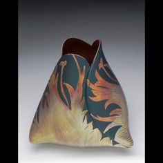 Chunghi Choo The glazing on this i beathtaking! Very soft transition in the gradient colors! Sculpture Clay, Ceramic Sculpture, Art Museum, Art For Art Sake, Ceramics, Contemporary Pottery, Ceramic Design, Glass Art, Vintage Pottery