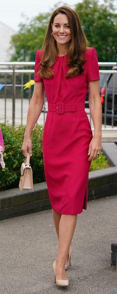 Estilo Kate Middleton, Princess Kate Middleton, Kate Middleton Style, George Et Charlotte, Prince William And Catherine, Royal Dresses, Royal Fashion, Duke And Duchess, Simple Dresses