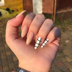 Semi-permanent varnish, false nails, patches: which manicure to choose? - My Nails Summer Acrylic Nails, Best Acrylic Nails, Pointy Nails, Glitter Nails, Matte Stiletto Nails, Stylish Nails, Trendy Nails, Casual Nails, Edgy Nails