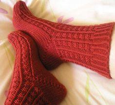 Available in Spanish, in Tejemanejes número Crochet Socks, Knitting Socks, Free Knitting, Knit Crochet, Ravelry, Learn How To Knit, Stockinette, Needles Sizes, Pink Roses