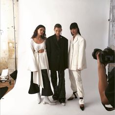Designed by Kym Ellery with a strong focus on form and function; those easy to wear pieces don't skip on major style. 📷 via Bit O This Bit… Celine, Lust For Life, Facon, What To Wear, 18th, Personal Style, Dress Up, Normcore, Street Style