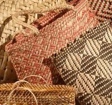 Nga Kete Flax Weaving, Basket Weaving, Maori Designs, Maori Art, Kite, Woven Bags, Tapestry, Crafty, Embroidery