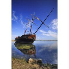Shipwreck in Lake Ontario Ontario Canada Canvas Art - Ken Gillespie Design Pics (12 x 19)