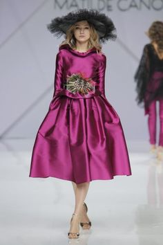 Vestidos de fiesta Matilde Cano 2017: glamour y alegría para las mejores… Couture Mode, Couture Fashion, Wedding Guest Looks, Glamour, Magenta, Hot Pink, Ballet Skirt, Bridesmaid, Wedding Dresses