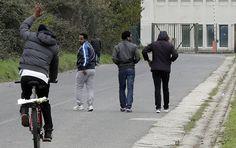 Das Amtsgericht Hannover hat einen Asylbewerber aus dem Sudan verurteilt. Der 25-jährige hatte sich mit sieben verschiedenen Identitäten Sozialleistungen in Höhe von 21.700 Euro erschlichen. Wegen des gleichen Verdachts ermittelte eine Sonderkommission in Braunschweig in über 300 Fällen gegen Asylbewerber. Sputnik hat exklusiv recherchiert.