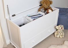 This Nutkin Toy / Blanket Box with Drawers is a part of Nutkin and a great Bedroom Storage, Laundry Basket.  The dimension of this Nutkin Toy / Blanket Box with Drawers are as follows - the height is 60CM, the width is 100CM the depth is 55CM and the volume of this Nutkin Toy / Blanket Box with Drawers is 0.33CBM.  The International Article Number or EAN number is 5060164712695 and the weight is 39.00kg.  This Nutkin Toy / Blanket Box with Drawers is an authentic Baumhaus product and Bonsoni…