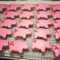 Top 6 Favorite Instagrams of the Week! Pink Piggy Cookies via Instagram user: @BakingForGood
