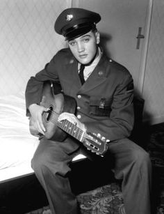 Do you love Elvis Presley? Elvis Aaron Presley, or just Elvis Presley as he is commonly known, was born in Tupelo, Elvis And Priscilla, Lisa Marie Presley, Priscilla Presley, Elvis Presley Army, Stars Du Rock, Are You Lonesome Tonight, Bad Homburg, Elvis Presley Pictures, El Rock And Roll