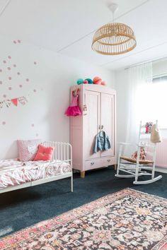 Vintage Teppich im Kinderzimmer. Vintage Girls Rooms, Bedroom Vintage, Vintage Kids, Trendy Bedroom, Girls Bedroom, Bedroom Decor, Bedrooms, Deco Kids, Ideas Hogar
