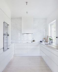 "74 Likes, 4 Comments - THREE BIRDS RENOVATIONS (@threebirdsrenovations) on Instagram: ""WHITE OUT ☁️☁️ #threebirdsrenosix #threebirdsrenoinspo #flippingtoforeverhomes via Pinterest"""