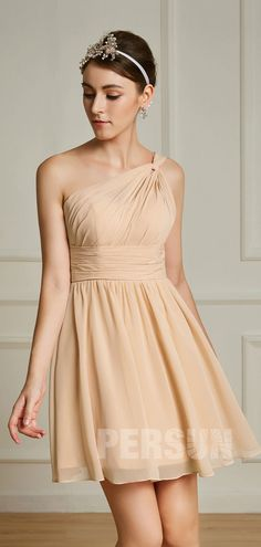 a22eee1e78a robe demoiselle d honneur courte chiffon champagne plissé à bustier  asymétrique