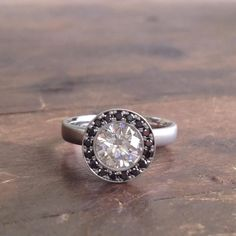 A stunning example of the graphic impact black diamonds can make... #AnneSportin