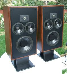 Home theaters bocinas - hometheaters Home Speakers, Stereo Speakers, Ultimate Man Cave, Audiophile Speakers, Speaker Stands, Loudspeaker, Audio Equipment, Home Theater, Ideas